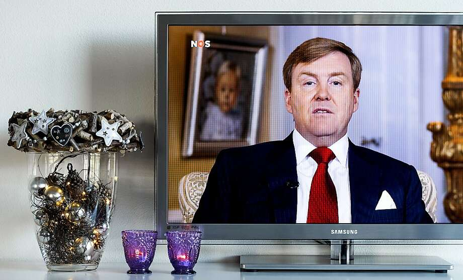 The Netherlands' king Willem-Alexander is seen on a television screen in Alkmaar, coastal Netherlands, while delivering his Christmas message on December 25, 2013. Photo: Afp