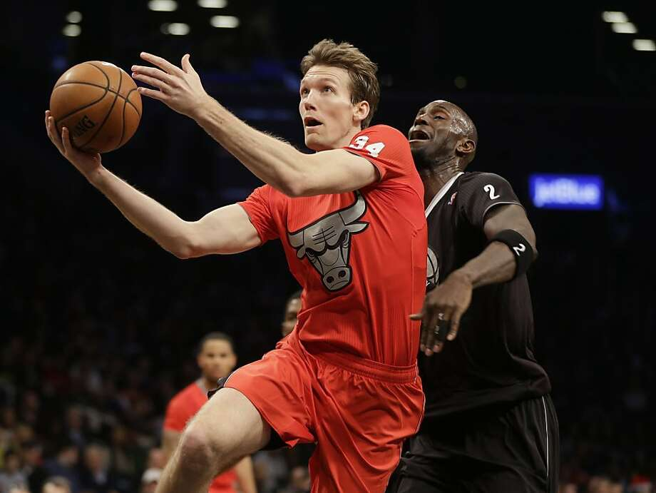 Chicago Bulls' Mike Dunleavy, left, drives to the basket past Brooklyn Nets' Kevin Garnett during the first half of the NBA basketball game at the Barclays Center Wednesday, Dec. 25, 2013, in New York. Photo: Seth Wenig, Associated Press