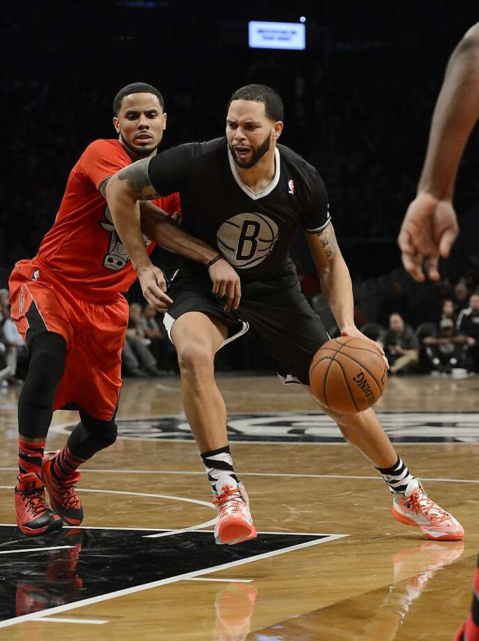 Deron Williams #8 of the Brooklyn Nets drives to the basket against D.J. Augustin #14 of the Chicago Bulls during the fourth quarter at the Barclays Center on December 25, 2013 in the Brooklyn borough of New York City.  Photo: Christopher Pasatieri, Getty Images