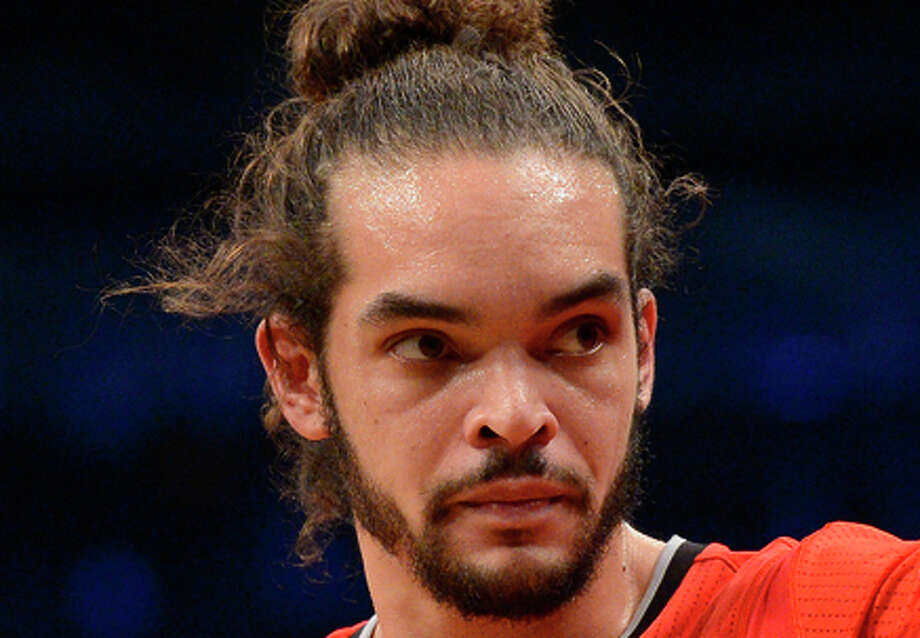 Joakim Noah #13 of the Chicago Bulls points towards the bench during the second quarter against the Brooklyn Nets at the Barclays Center on December 25, 2013 in the Brooklyn borough of New York City. Photo: Christopher Pasatieri / Getty Images / 2013 Getty Images