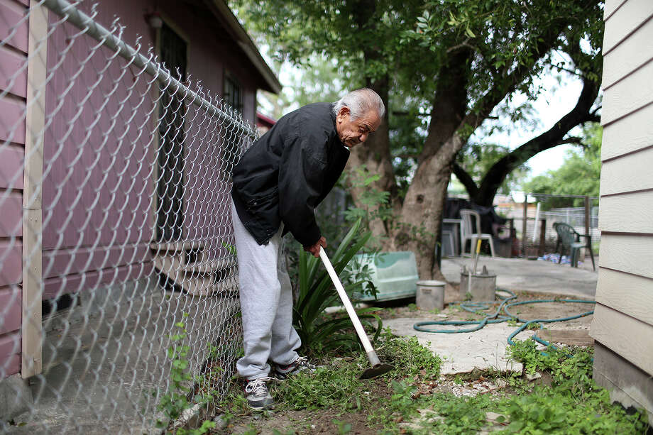 Retired jockey Herbie Hinojosa works in his yard at his home in Brownsville on Thursday, Nov. 14, 2013. Photo: Lisa Krantz, San Antonio Express-News / San Antonio Express-News