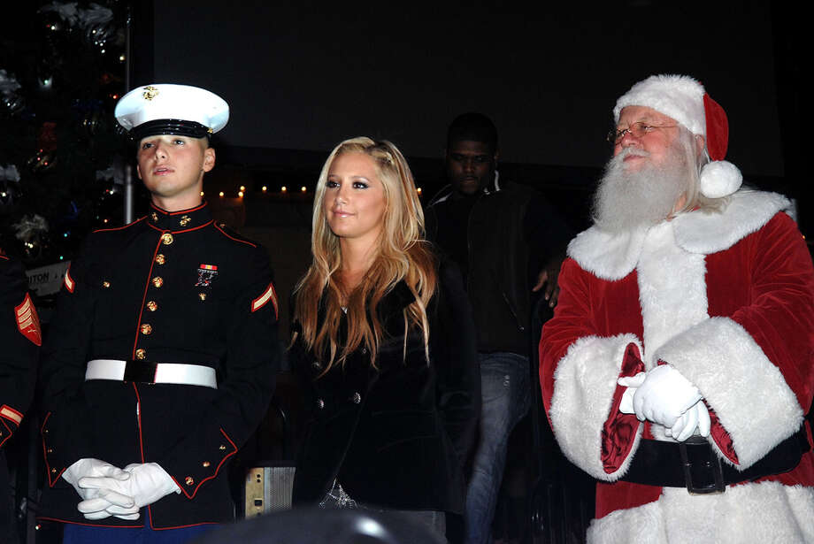 Santa with singer Ashley Tisdale at Hot 92.3's 8th Annual Christmas Tree Lighting Ceremony at the Citadel Outlets in City of Commerce, Calif., on Nov. 21, 2009. Photo: Duffy-Marie Arnoult, Getty Images / 2009 Duffy-Marie Arnoult