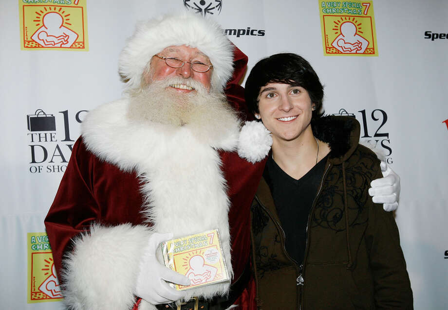 "Santa with singer Mitchel Musso at ""The 12 Days of Shopping"" free holiday concert at the Westfield Culver City Shopping Mall in Culver City, Calif., on Dec. 11, 2009. Photo: Michael Tran, Getty Images / 2009 Michael Tran"
