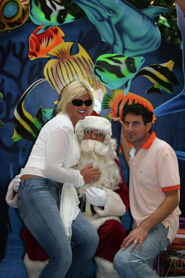 Santa with reality stars Anna Nicole Smith and Howard K. Stern in Nassau, Bahamas, on Dec. 11, 2006. Photo: Anna Nicole Smith/ANS, Getty Images / 2006 Anna Nicole Smith