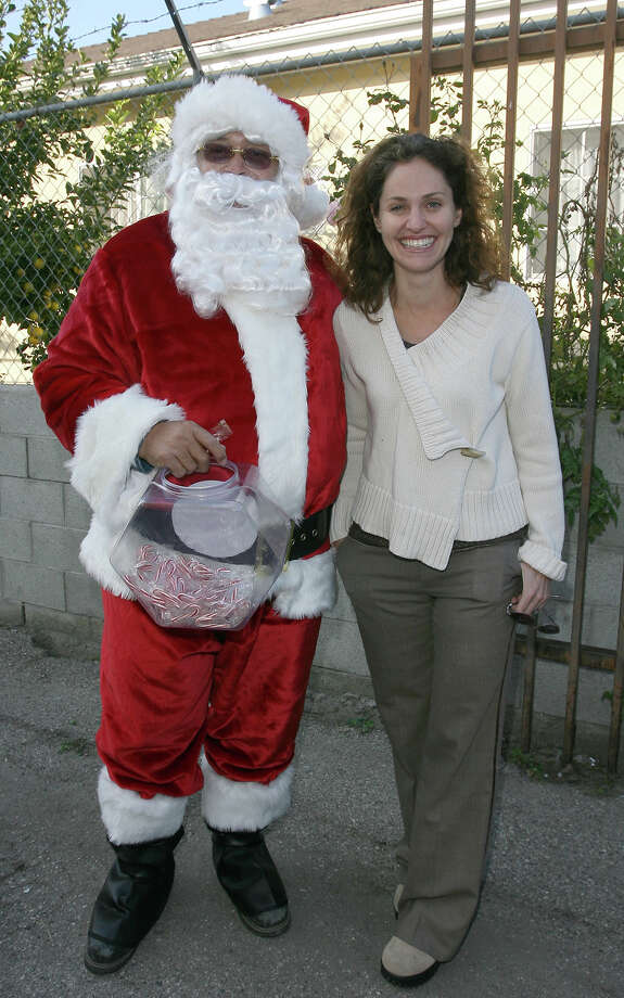 Santa with actress Amy Brenneman at the Feed The Children Charity Event  in Los Angeles on Dec. 17, 2007. Photo: Valerie Macon, Getty Images / 2007 Valerie Macon