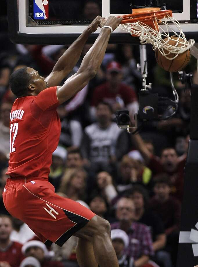 Dwight Howard throws down a monster slam during the first half. Photo: Darren Abate, Associated Press
