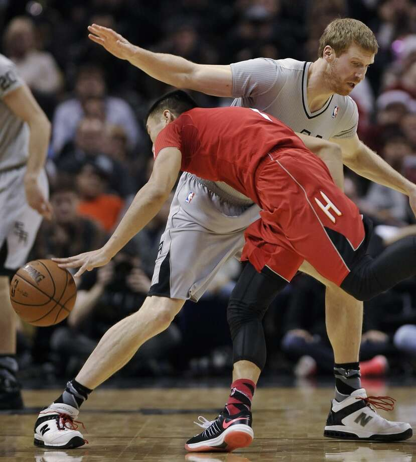 Jeremy Lin, front, collides with Spurs forward Matt Bonner during the first half. Photo: Darren Abate, Associated Press
