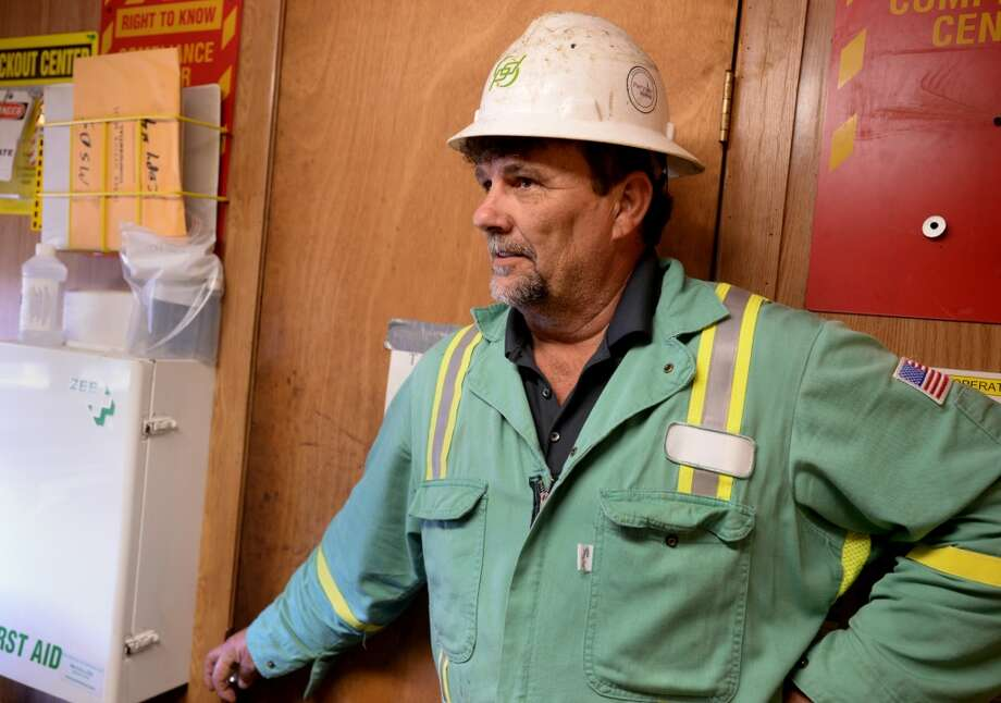 Sherman Smith talks about the drilling process at the newly operational oil derrick at the Spindletop Reservoir on Monday. Photo: Guiseppe Barranco, Houston Chronicle