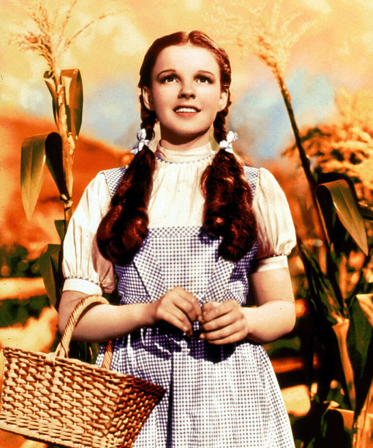 MV0087710000 1125_43 TNT 12-01-2001 08:00 PM The Wizard of Oz Best Bet Dorothy (Judy Garland) awakens after a tornado to find she's not in Kansas anymore in the 1939 classic ''The Wizard of Oz,'' airing Saturday, Dec. 1, at 8 p.m. (ET) on TNT. 5x6 Color 72dpi Photos-Jay