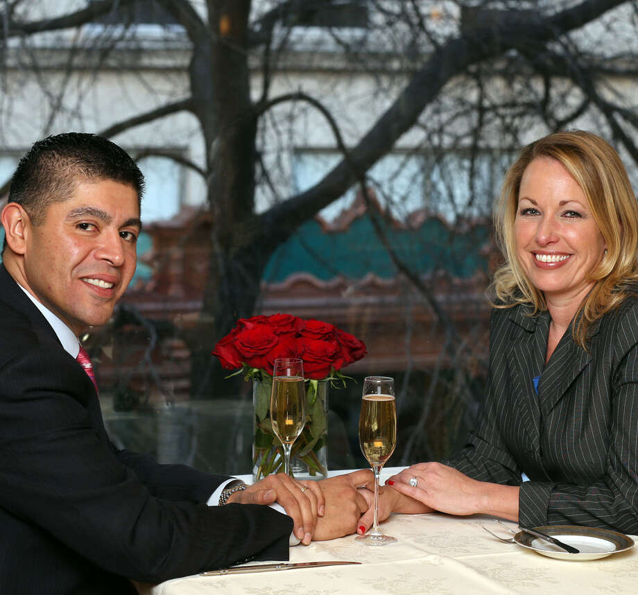 Carlos Faz and Jenny Rabb like to cook, and one of their favorite recipes is Quick and Easy Chicken Chili. / © 2013 San Antonio Express-News