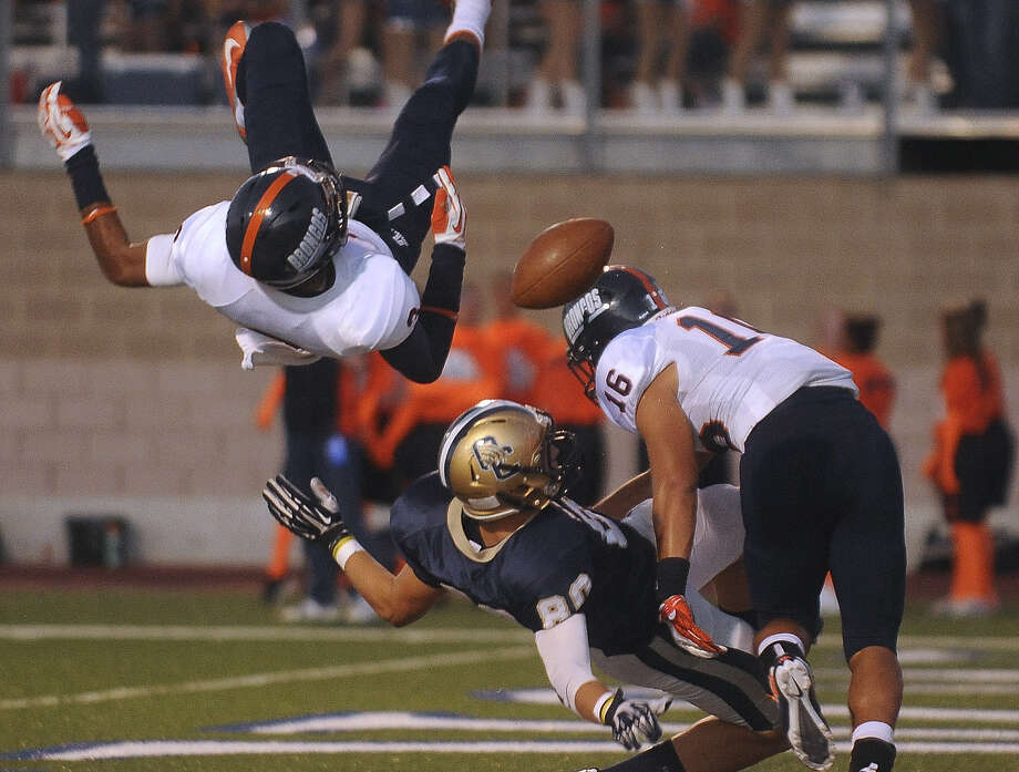 O'Connor tight end Kolby Lunsford has a potential TD catch knocked away by Brandeis defenders Jonathan Robinson (left) and Leoness Aguilar on Sept. 21. Photo: Billy Calzada / San Antonio Express-News / San Antonio Express-News