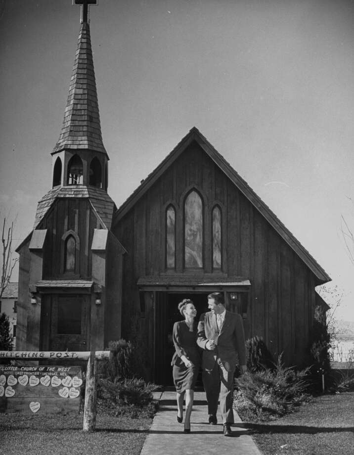 A couple leaving at the Hitching Post Chapel-the Little Church of the West after getting married in 1947. Photo: Jon Brenneis, Time & Life Pictures/Getty Image