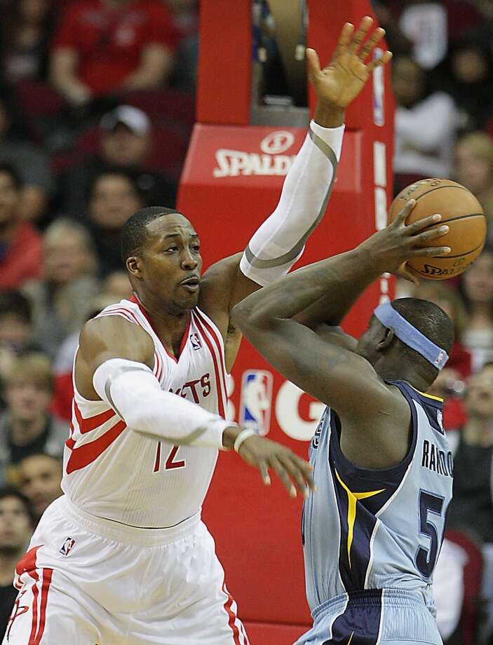 Rockets power forward Dwight Howard left, guards Memphis Grizzlies power forward Zach Randolph. Photo: James Nielsen, Houston Chronicle