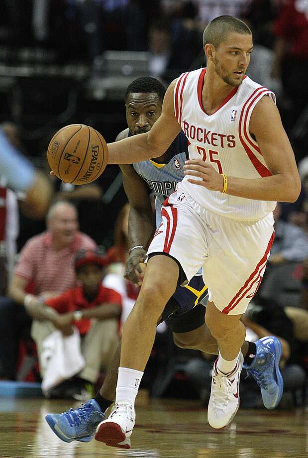 Rockets small forward Chandler Parsons right, breaks away from Grizzlies shooting guard Tony Allen. Photo: James Nielsen, Houston Chronicle