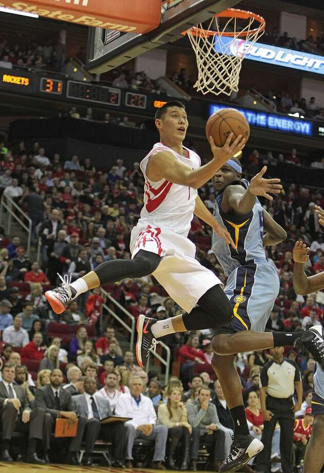 Rockets point guard Jeremy Lin left, on his way to a reverse layup as Grizzlies power forward Zach Randolph right, looks on. Photo: James Nielsen, Houston Chronicle