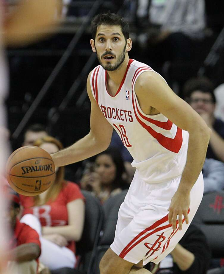 Rockets small forward Omri Casspi dribbles the ball. Photo: James Nielsen, Houston Chronicle