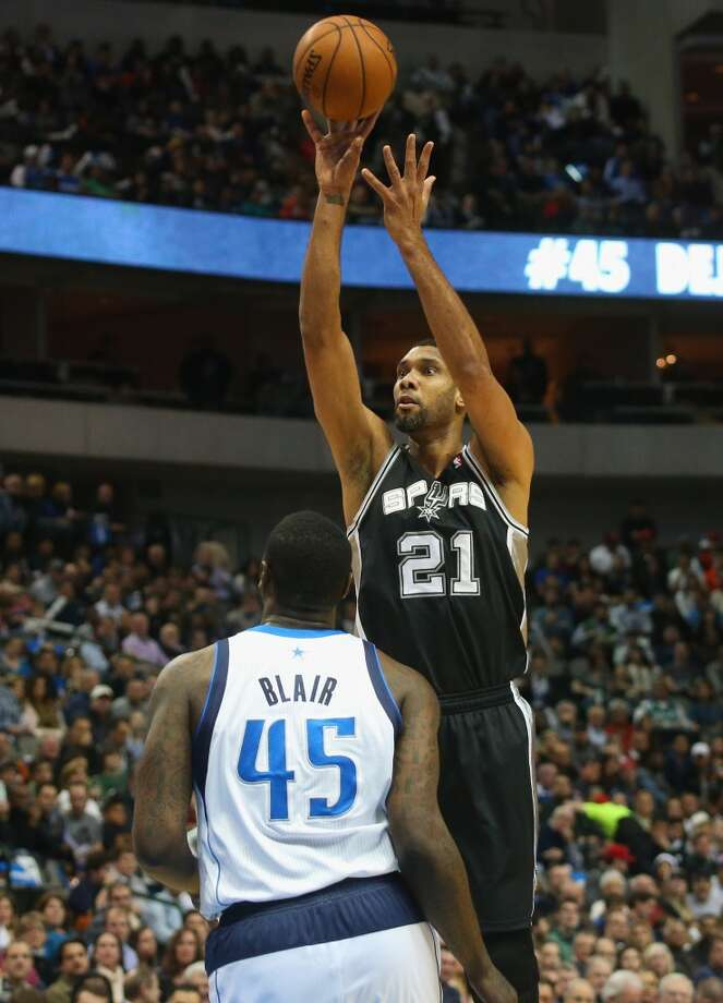Tim Duncan #21 of the San Antonio Spurs takes a shot against DeJuan Blair #45 of the Dallas Mavericks at American Airlines Center on December 26, 2013 in Dallas. Photo: Ronald Martinez, Getty Images