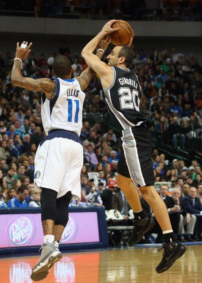 Manu Ginobili #20 of the San Antonio Spurs jumps for the loose ball with Monta Ellis #11 of the Dallas Mavericks at American Airlines Center on December 26, 2013 in Dallas. Photo: Ronald Martinez, Getty Images