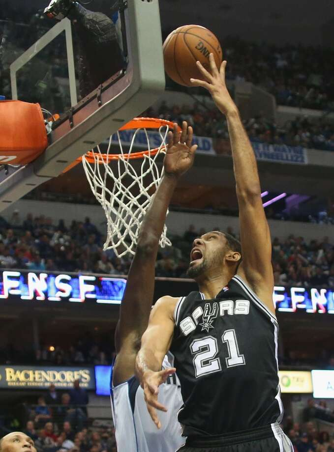 Tim Duncan #21 of the San Antonio Spurs takes a shot against the Dallas Mavericks at American Airlines Center on December 26, 2013 in Dallas. Photo: Ronald Martinez, Getty Images