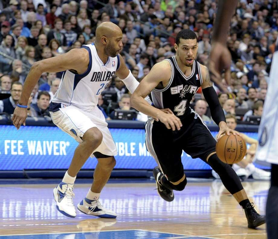 San Antonio Spurs guard Danny Green (4) drives to the basket on Dallas Mavericks guard Vince Carter (25) during the first half of an NBA basketball game, Thursday, Dec. 26, 2013, in Dallas. The Spurs won 116-107. Photo: Matt Strasen, Associated Press