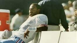The 1993 season was embarrassing, rewarding and, ultimately, heartbreaking for Houston Oilers quarterback Warren Moon. He was benched after the team's 1-4 start but returned to the starting lineup to win 11 straight games and lead the Oilers to the division title. The season ended with a playoff loss to the visiting Chiefs and Joe Montana.