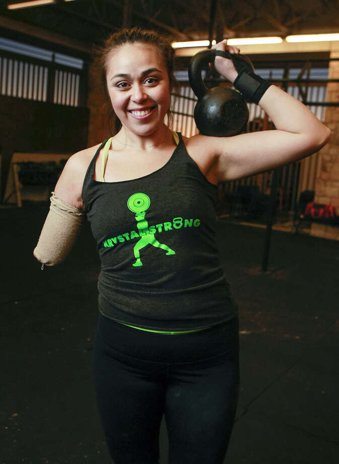 Krystal Cantu had part of her right arm amputated after a car accident, but she continues to do CrossFit training daily at Rackspace. Photo: Marvin Pfeiffer / San Antonio Express-News / Express-News 2013