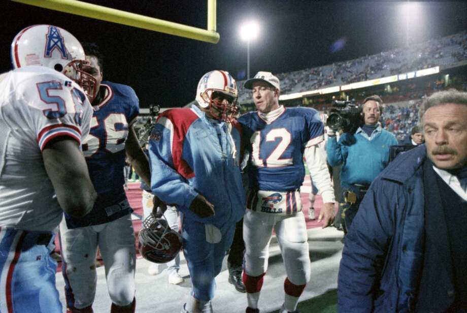 Oilers quarterback Warren Moon speaks with Bills quarterback Jim Kelly at the end of the game. Photo: Kerwin Plevka, Houston Chronicle