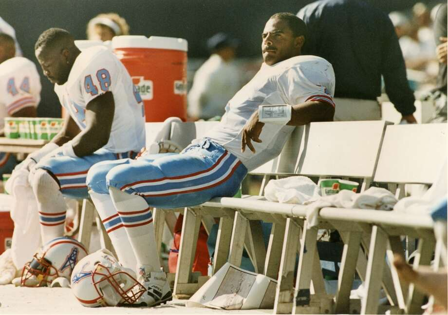 Oilers quarterback Warren Moon sits on the bench during the fourth quarter at Jack Murphy Stadium. The Oilers lost to the Chargers, 18-17. Photo: John Makely, © Houston Chronicle