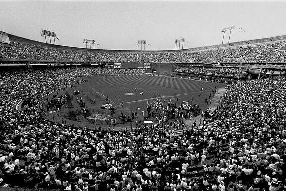 earthquake candlestick 1989 QUAKEGIANTSB-B-17OCT89-SP-JO PHOTO BY JOHN O'HARA DURING THE OPENING OF THE 3RD GAME OF THE WORLD SERIES, THE 7.1 EARTHQUAKE SHOOK THE CANDLESTICK PARK. OAKLAND A'S LANSFORD WAS CONFUSED