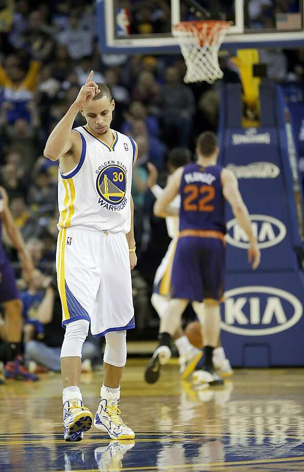 Stephen Curry nearly completed his triple-double before intermission. Photo: Tony Avelar, Associated Press