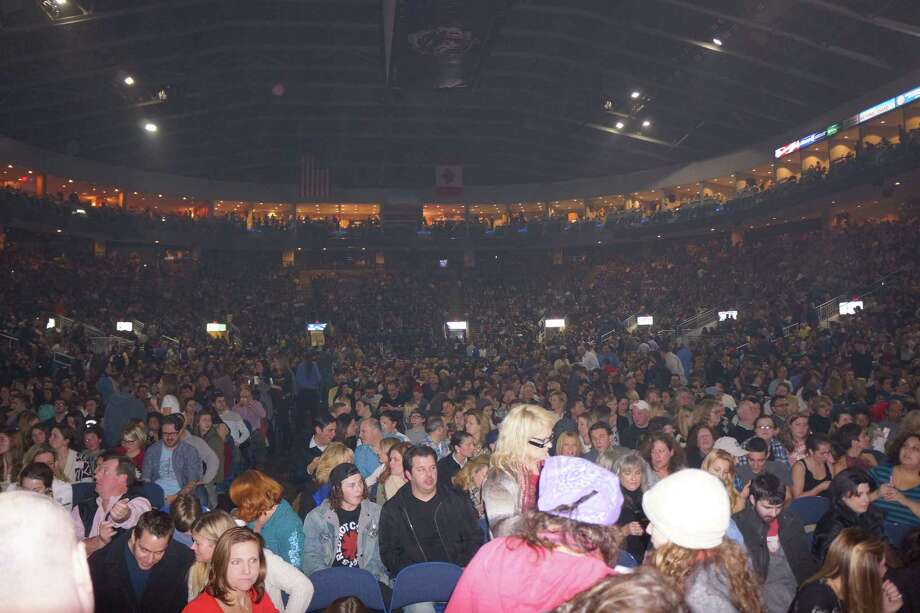 Which of the following performers DID NOT play the Webster Bank Arena in 2013?