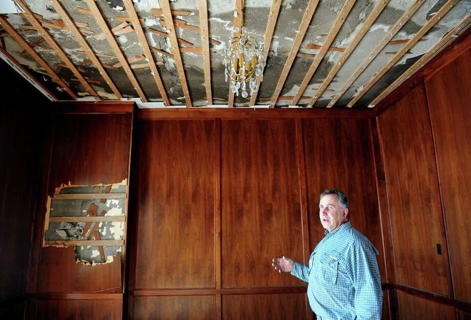What's unique about the home of John Kimball and his family in Monroe?A. It's a restored Dutch fort B. It's a castle C. 100 percent solar powered D. It's underground in former mine Photo: Autumn Driscoll, Andrew Merrill / Connecticut Post