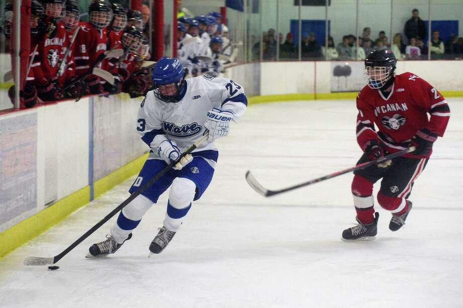 Darien's Carter Joyce controls the puck during Saturday's boys hockey game against New Canaan at the Darien Ice Rink in Darien, Conn., on December 28, 2013. Photo: Lindsay Perry / Stamford Advocate