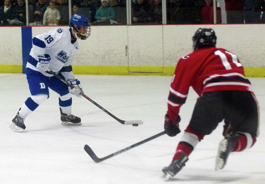 Darien's Robbie Juterbock controls the puck during Saturday's boys hockey game against New Canaan at the Darien Ice Rink in Darien, Conn., on December 28, 2013. Photo: Lindsay Perry / Stamford Advocate
