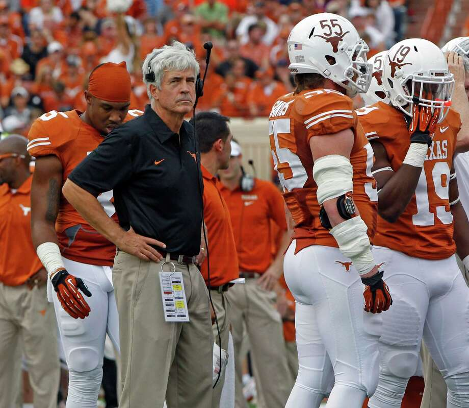 Texas defensive coordinator Greg Robinson, who oversaw a dramatic turnaround by the Longhorns this season, will face another tough task in Monday's Alamo Bowl against Oregon's potent offense. Photo: Michael Thomas, FRE / FR65778 AP