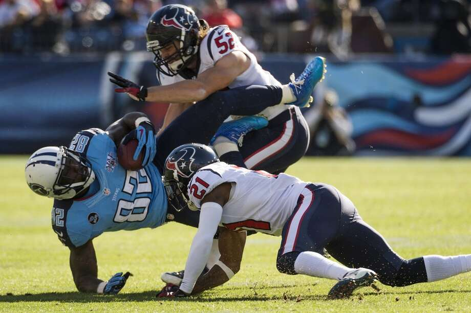 Jeff Tarpinian and Brice McCain of the Texans tackle Delanie Walker of the Titans. Photo: Smiley N. Pool, Houston Chronicle