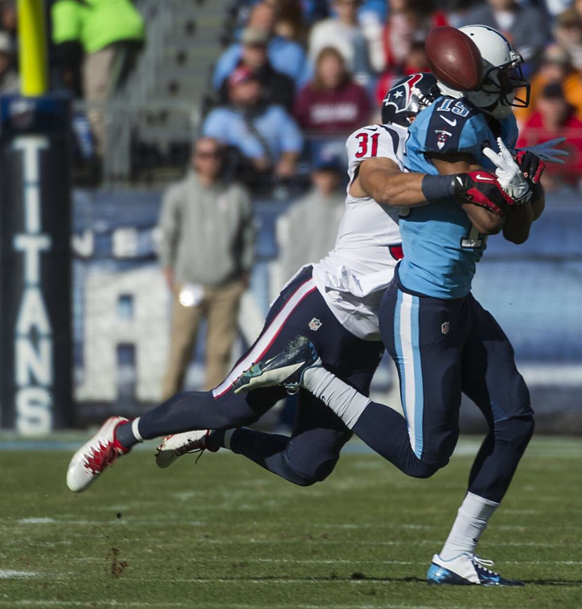 Texans free safety Shiloh Keo (31) breaks up a pass intended for Titans wide receiver Justin Hunter (15).