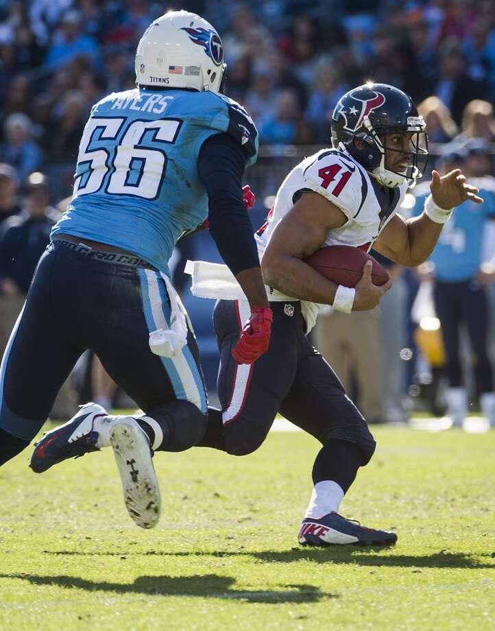 Texans running back Jonathan Grimes (41) runs past Titans outside linebacker Akeem Ayers (56). Photo: Smiley N. Pool, Houston Chronicle