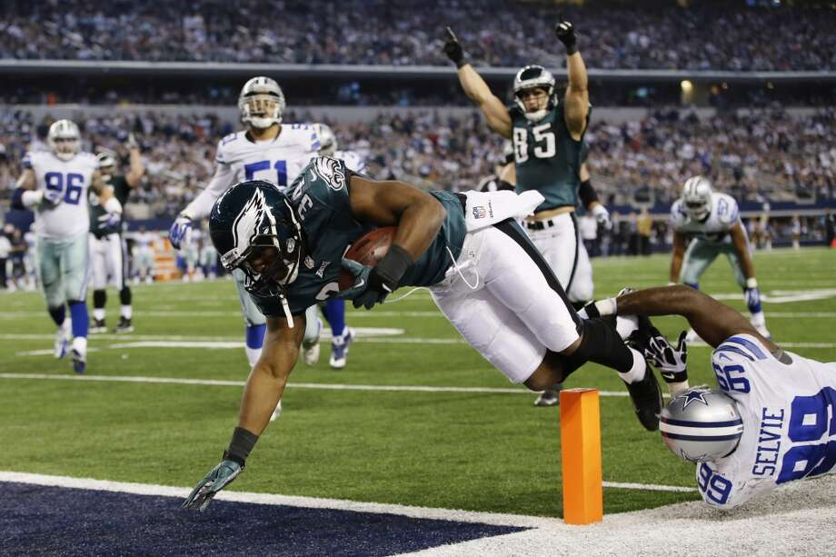 Philadelphia Eagles running back Bryce Brown (34) gets past Dallas Cowboys defensive end George Selvie (99) to score a touchdown during the second half of an NFL football game, Sunday, Dec. 29, 2013, in Arlington, Texas. Photo: Tony Gutierrez, Associated Press