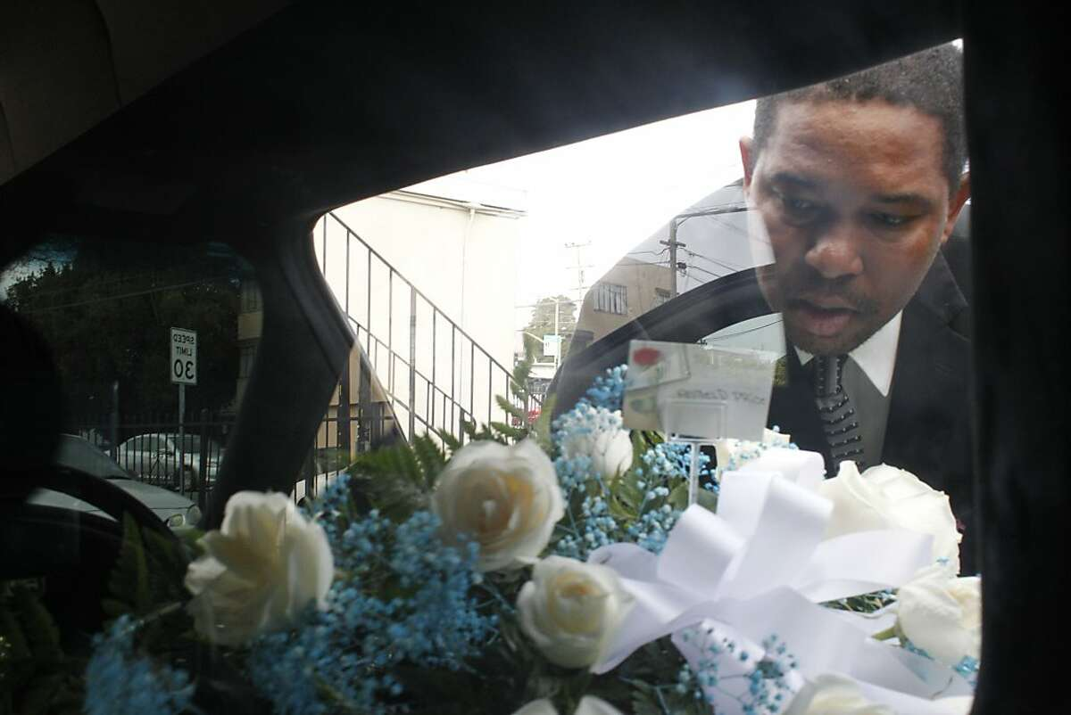 Ramon Price looks through the window of the hearse at Angelo Price Corbray's casket as he prepares for the funeral, Tuesday Sept. 16, 2012, in Oakland, Calif. Angelo, 18,  was one of the 131 killed in 2012. Photo: Lacy Atkins, The Chronicle