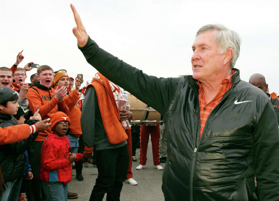 Texas Longhorns head coach Mack Brown waves to fans as he arrives before the Valero Alamo Bowl with the Oregon Ducks Monday Dec. 30, 2013 at the Alamodome. Photo: Edward A. Ornelas, San Antonio Express-News / © 2013 San Antonio Express-News