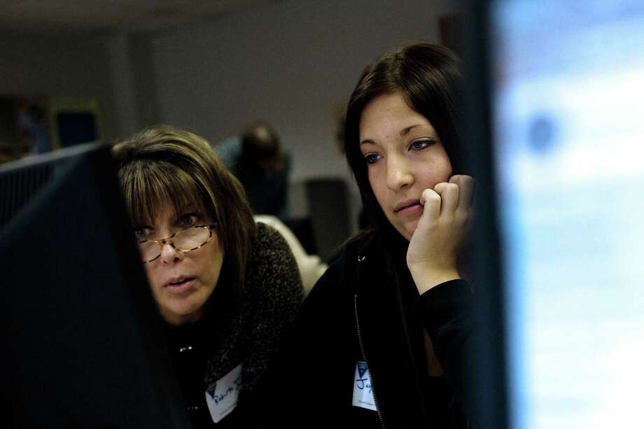 (NYT19) NORWALK, Conn. -- Feb. 21, 2009 -- COLLEGE-AID-FORM-3 -- Roberta Jurik and her 17-year-old daughter, Jacqueline, look over the federal financial aid form at a workshop in Norwalk, Conn., on Jan. 25, 2009. FAFSA, the six-page form for families seeking help with college costs, has become so intimidating that critics say it scares off the very families most in need, preventing some teenagers from going to college. (Christopher Capzziello/The New York Times) Photo: CHRISTOPHER CAPOZZIELLO, STR / NYTNS