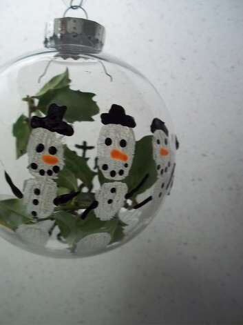 """Here's a winter project worth some memories from Jane D. Hulsopple. """"Let it snow.... so we can make Snow people,... or we can do projects of the memories we love.""""  (Jane D. Hulsopple)"""