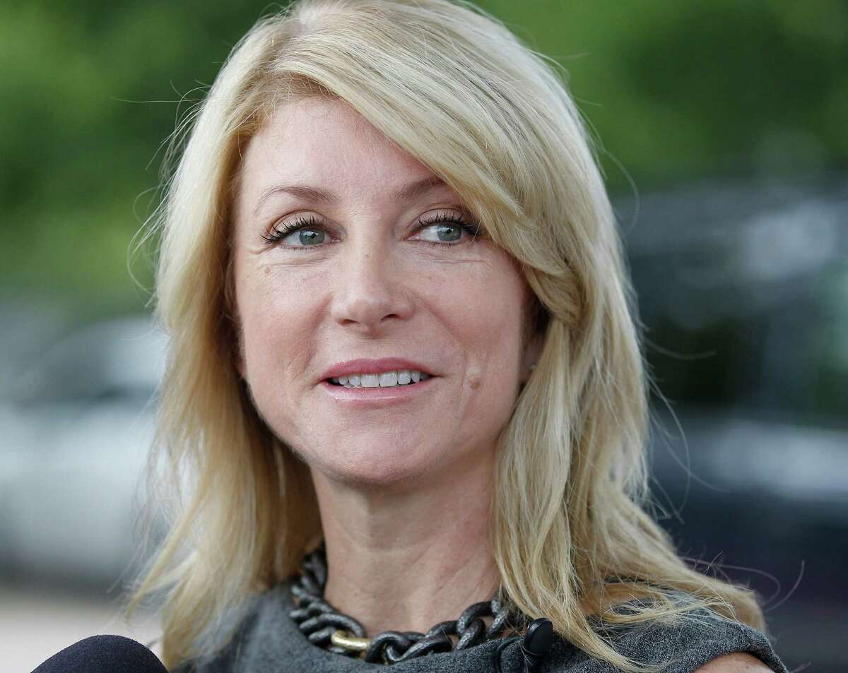 Wendy Davis says she sees no problem with the way her campaign is disclosing donors.