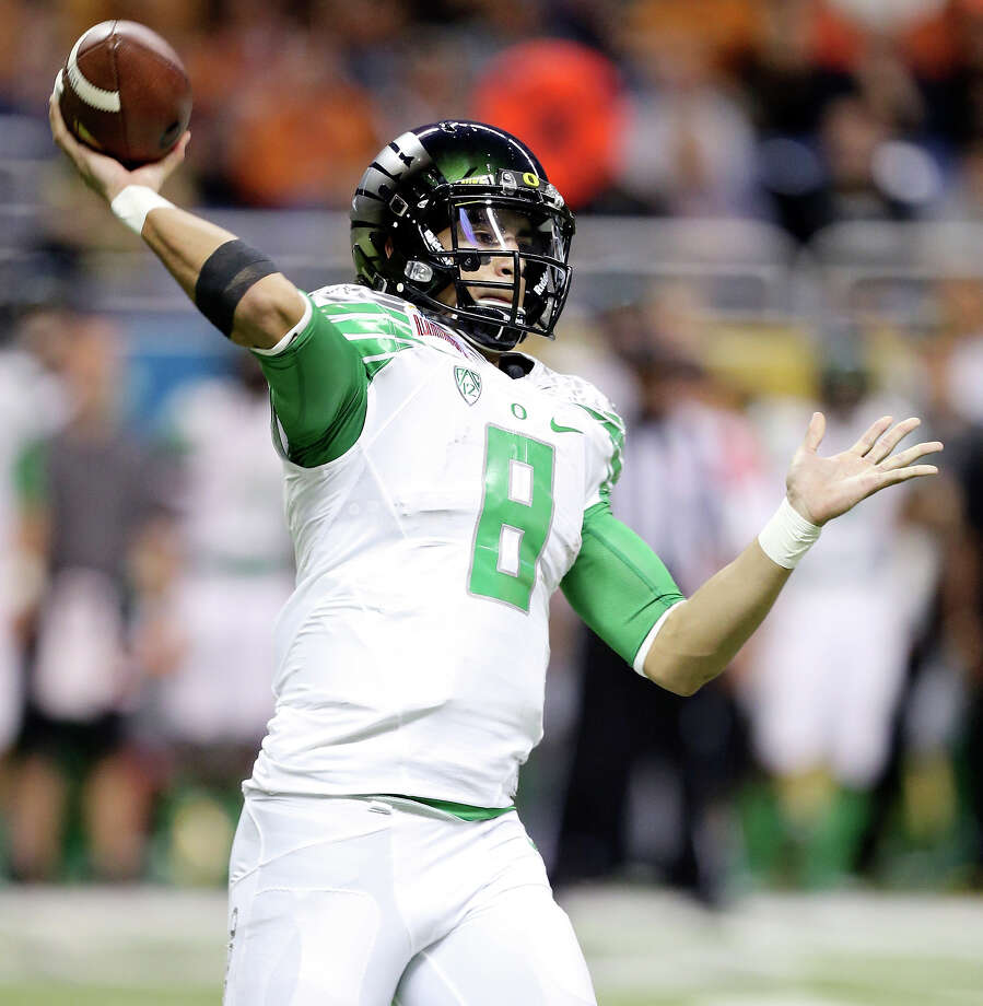 Oregon Ducks' Marcus Mariota passes against the Texas Longhorns during first half action of the Valero Alamo Bowl Monday Dec. 30, 2013 at the Alamodome. Photo: Edward A. Ornelas, San Antonio Express-News / © 2013 San Antonio Express-News
