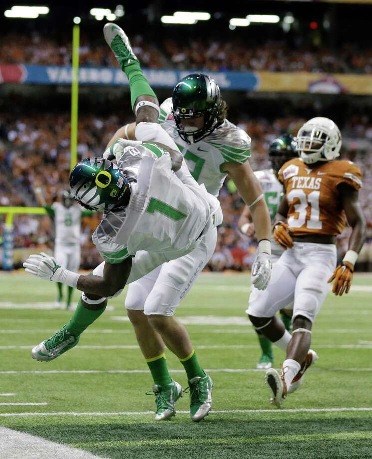 Oregon's Josh Huff (1) dives for a touchdown against Texas during the second quarter of the Valero Alamo Bowl NCAA college football game, Monday,  Dec. 30, 2013, in San Antonio. Photo: Eric Gay, Associated Press / AP