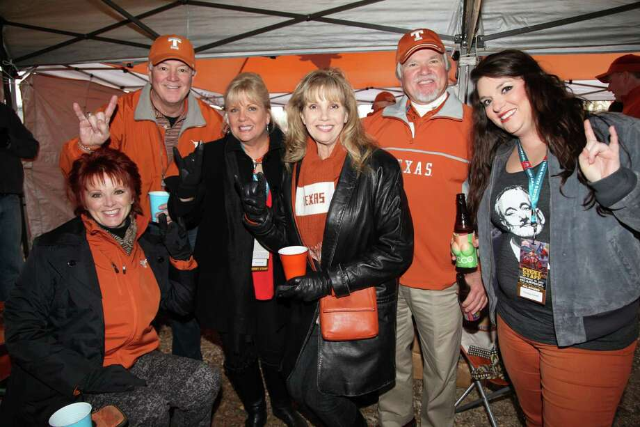 Fans turn out to tailgate before the Texas Longhorns take on the Oregon Ducks at the 2013 Alamo Bowl on Dec. 30, 2013. Photo: Xelina Flores-Chasnoff/For MySA.com