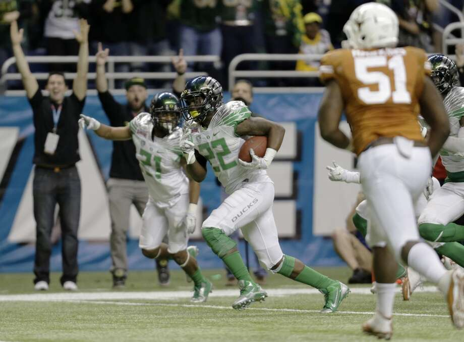 Oregon's Derrick Malone (22) returns an interception for a touchdown. Photo: Eric Gay, Associated Press