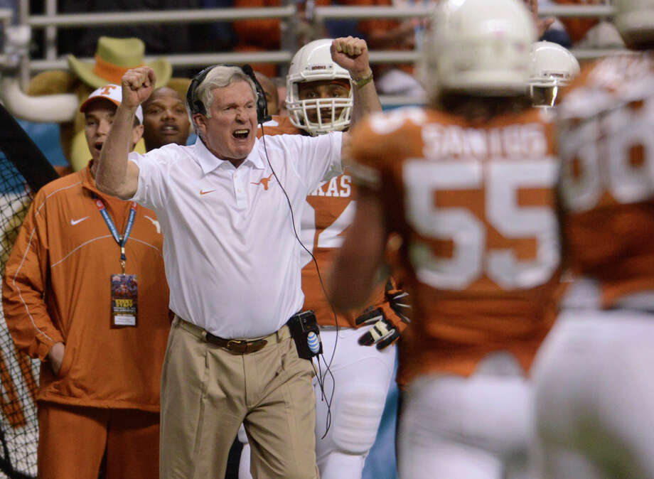 Texas coach Mack Brown reacts as a play goes against the Longhorns during second-half action of the Valero Alamo Bowl in the Alamodome on Monday, Dec. 30, 2013. Photo: Billy Calzada, San Antonio Express-News / San Antonio Express-News