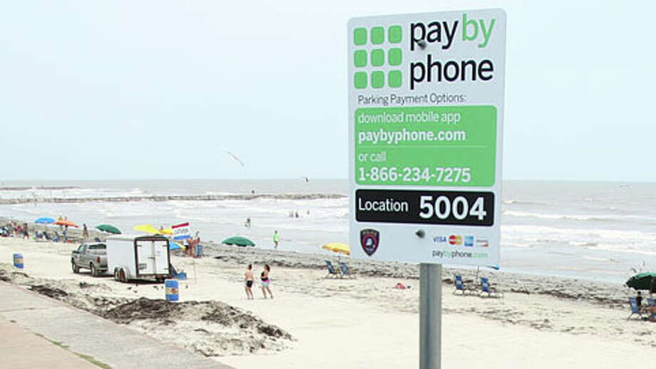 Parking along Seawall Boulevard could soon jump as high as $15. Photo: Mayra Beltran, Houston Chronicle / © 2013 Houston Chronicle